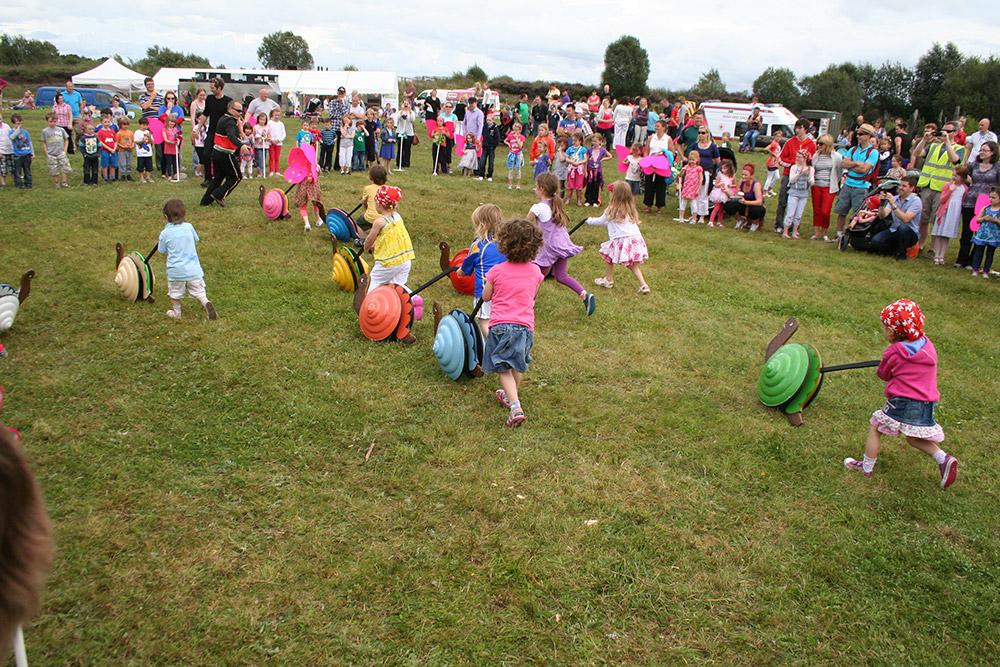 Children-racing-snails---Community-Benefit