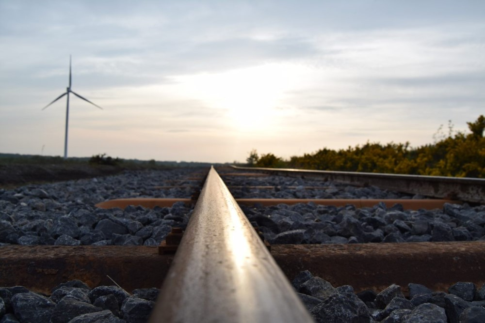 000008_Tracks & Turbine_Linear_667